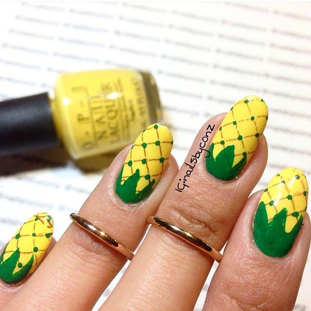 lovin' these fun pineapple nails, perfect for summer!