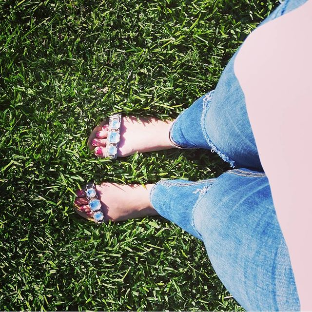 Green grass, freshly painted toes, & sandals on a sunny day...a great way to end a 3 day weekend
